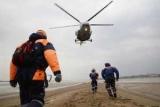 Пилот разбившегося четыре дня назад вертолета найдены живыми в Якутском снегу